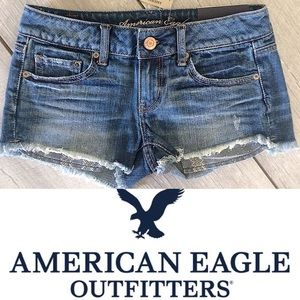NWT: AEO LOW RISE SHORTIE DISTRESSED JEAN SHORT